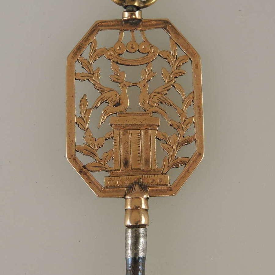 Unusual 18K gold carved pocket watch key c1810