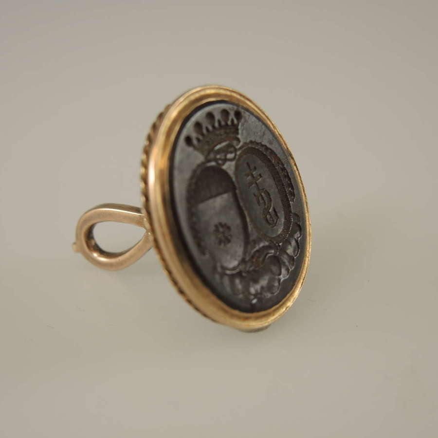 15K Gold seal with gunmetal base with an armorial crest c1810